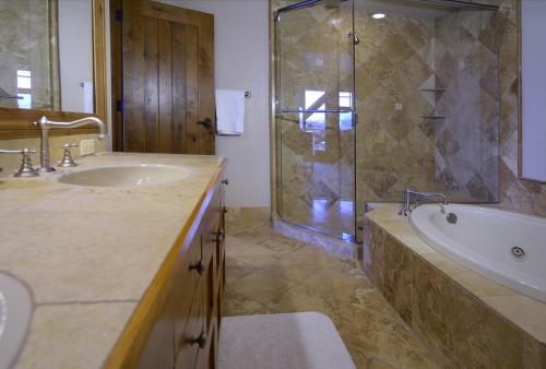 WestWall C204 14 bathroom