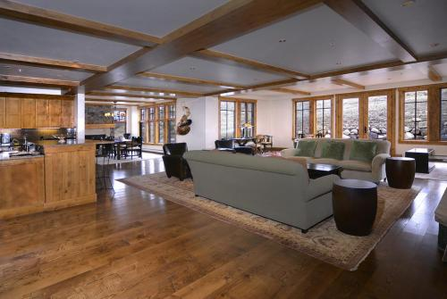 WestWall C205 01 living room