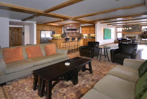 WestWall C205 02 living room