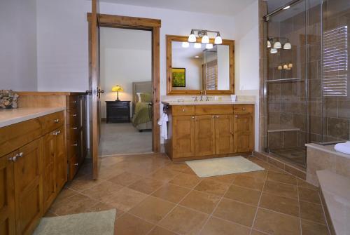 WestWall C205 08 master bath