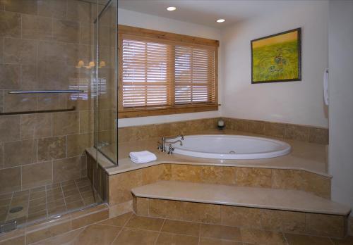 WestWall C205 09 master bath