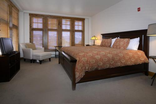 WestWall C205 10 guest bed 1